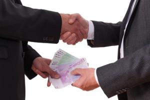 Deutscher Rechtsanwalt berät seine Mandanten im polnischen Strafrecht für Unternehmen.